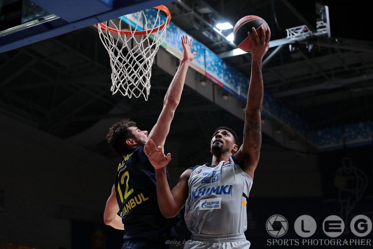 «Химки» в овертайме вырвали победу в матче баскетбольной Евролиги у турецкого «Фенербахче»